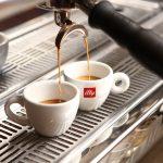 Kawa latte – jaki wybrać ekspres do jej przygotowania?