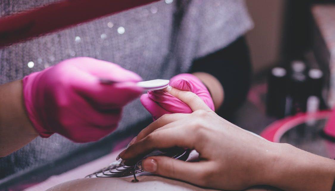 Jak wybrać odpowiedni salon manicurie?
