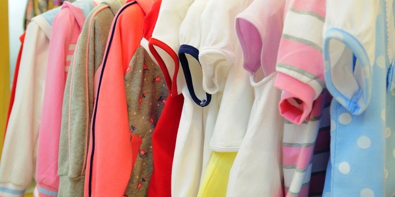 Modnie i praktycznie – garderoba dla niemowlaka