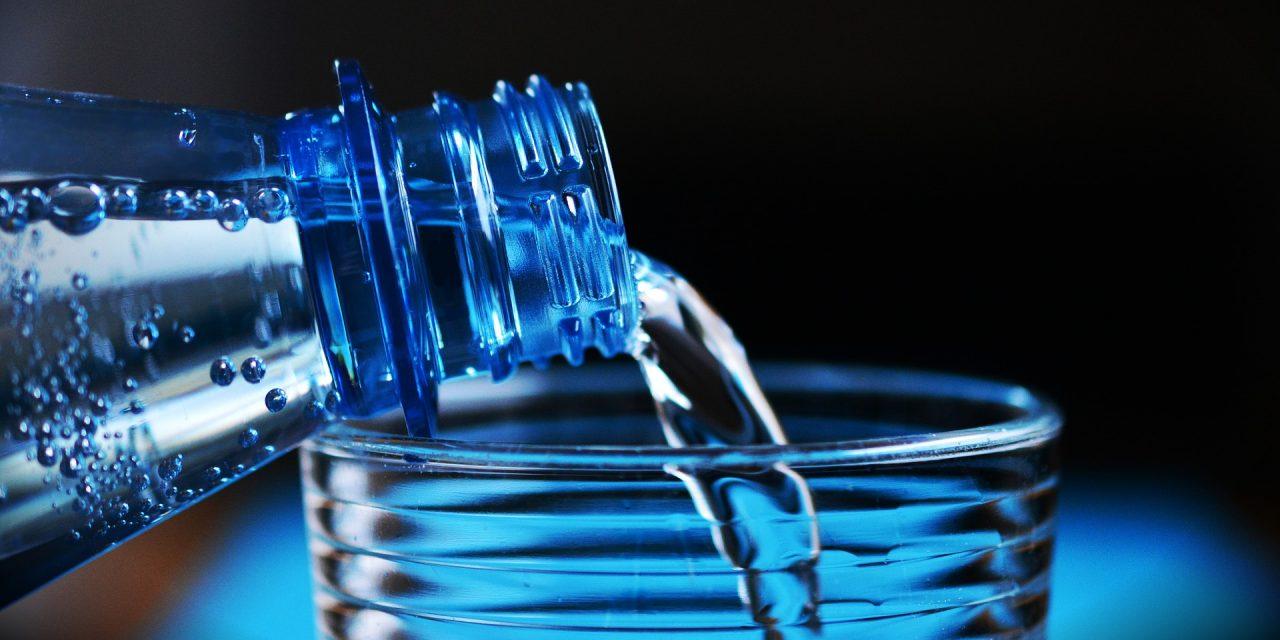 Jaką wodę pijesz w domu? Postaw na wodę mineralną!
