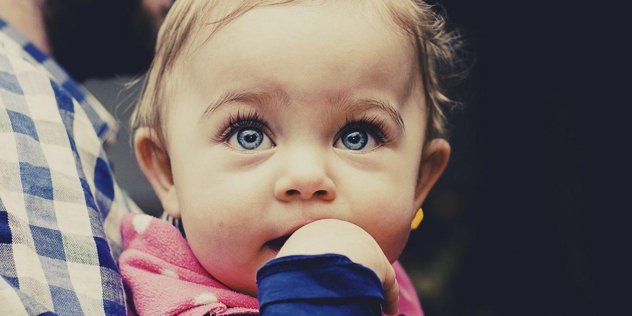 Imiona dla dziewczynek – jak wybrać imię dla córki?