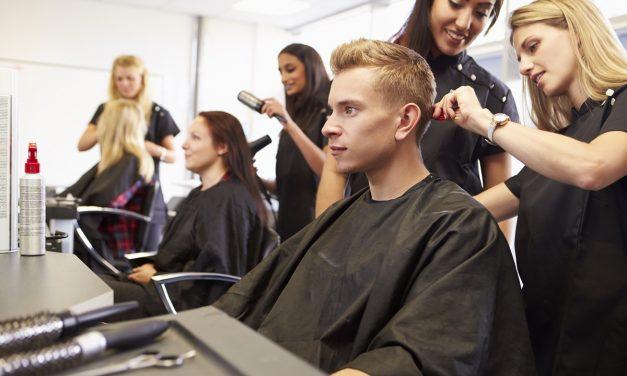 Fotel fryzjerski – czym powinien się cechować?