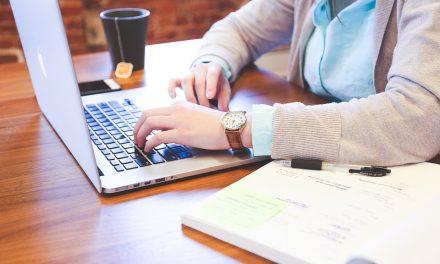 Pracujesz długo przy komputerze? Dowiedz się więcej o zespole cieśni nadgarstka