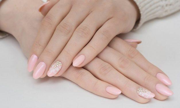 Piękne paznokcie na święta – Bożonarodzeniowy manicure