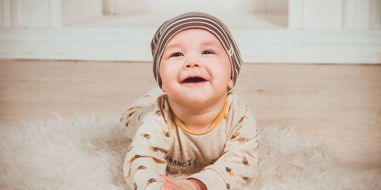 Ubranka Newborn – kompletujemy wyprawkę dla niemowlaka